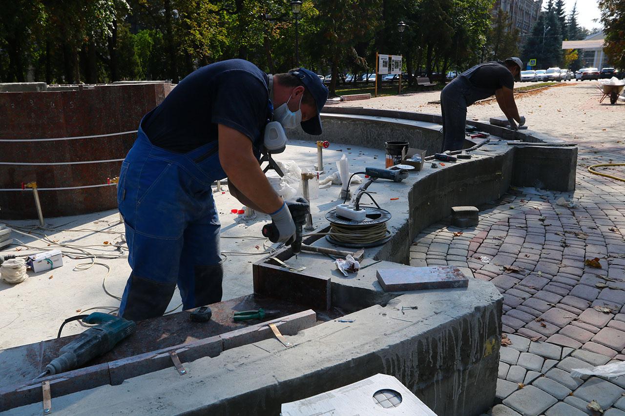 К 17 сентября брянцам обещают отремонтировать сквер Карла Маркса
