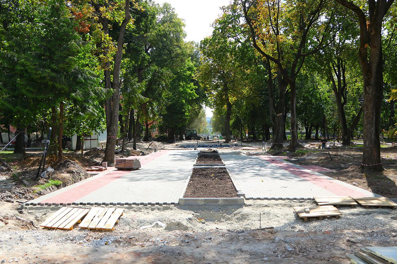 Круглый сквер в Брянске обещают отремонтировать раньше срока