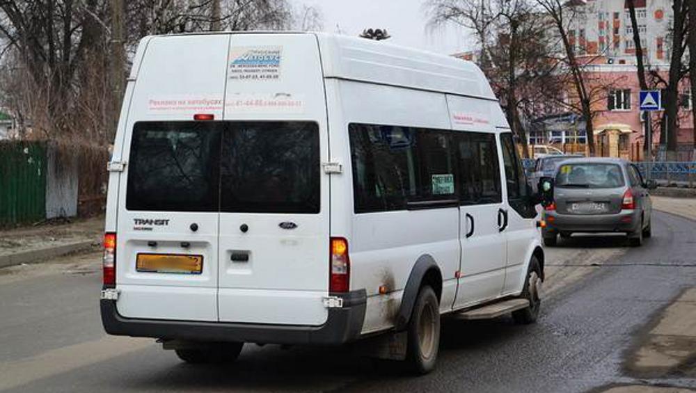 В Брянске водитель маршрутки врезался в ВАЗ и покалечил пассажирку