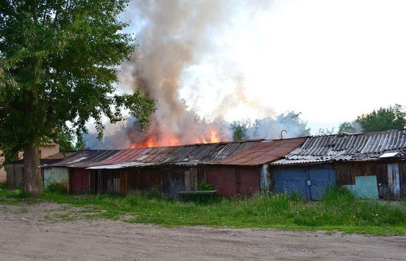 В Володарском районе горели сараи