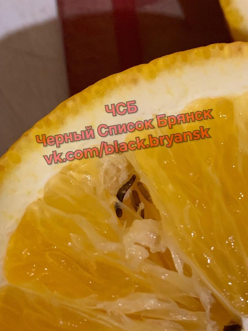 Червей в апельсинах чуть не съела жительница Брянска