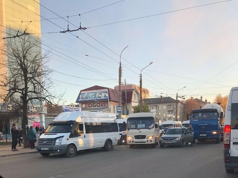 Бетономешалка догнала Ладу на Стальзаводе