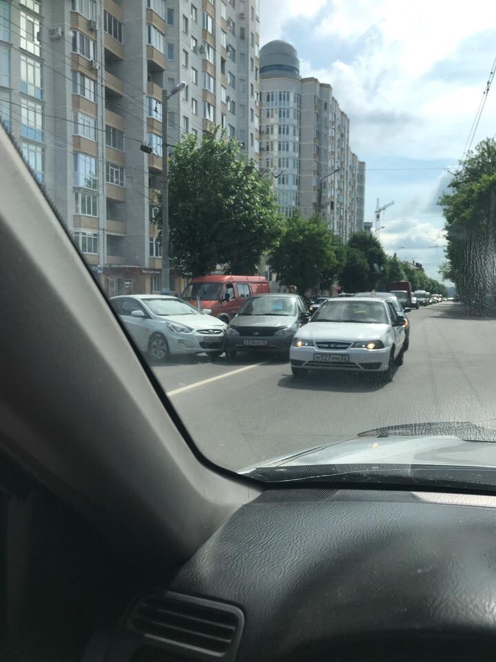 В районе площади Партизан в Брянске столкнулись автомобили