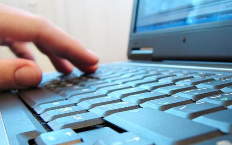 Отметивший совершеннолетие брянец предстанет перед судом за экстремизм в Интернете