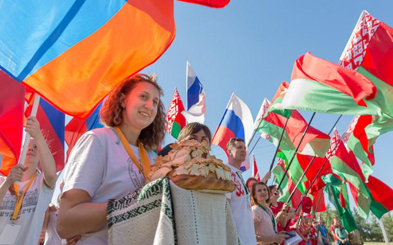 Брянцы вместе с губернатором прибыли на фестиваль «Славянское единство» в Беларусь