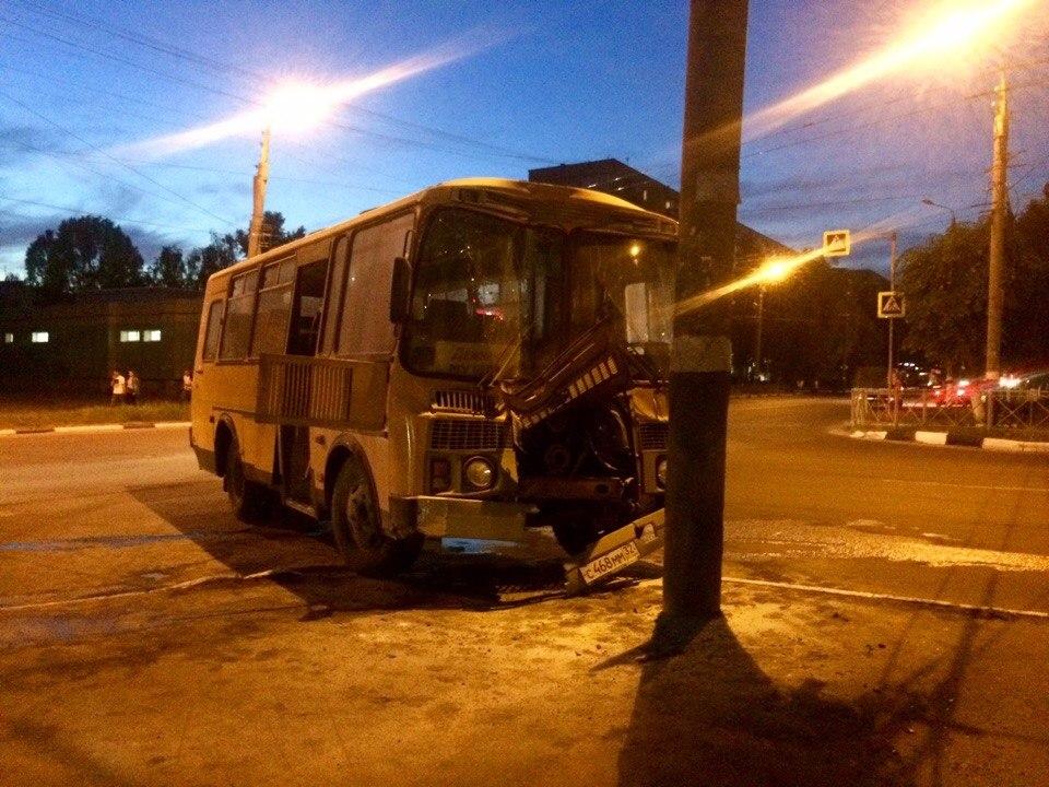 В Брянске загорелся пассажирский автобус