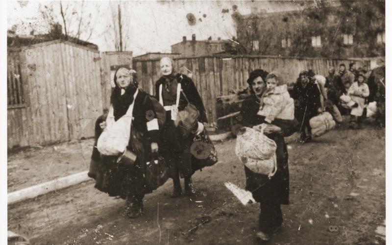 Депортируемые  украинцы на фото оказались польскими евреями