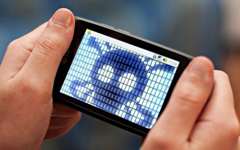 Врач рассказал о восьми основных опасностях отсмартфонов