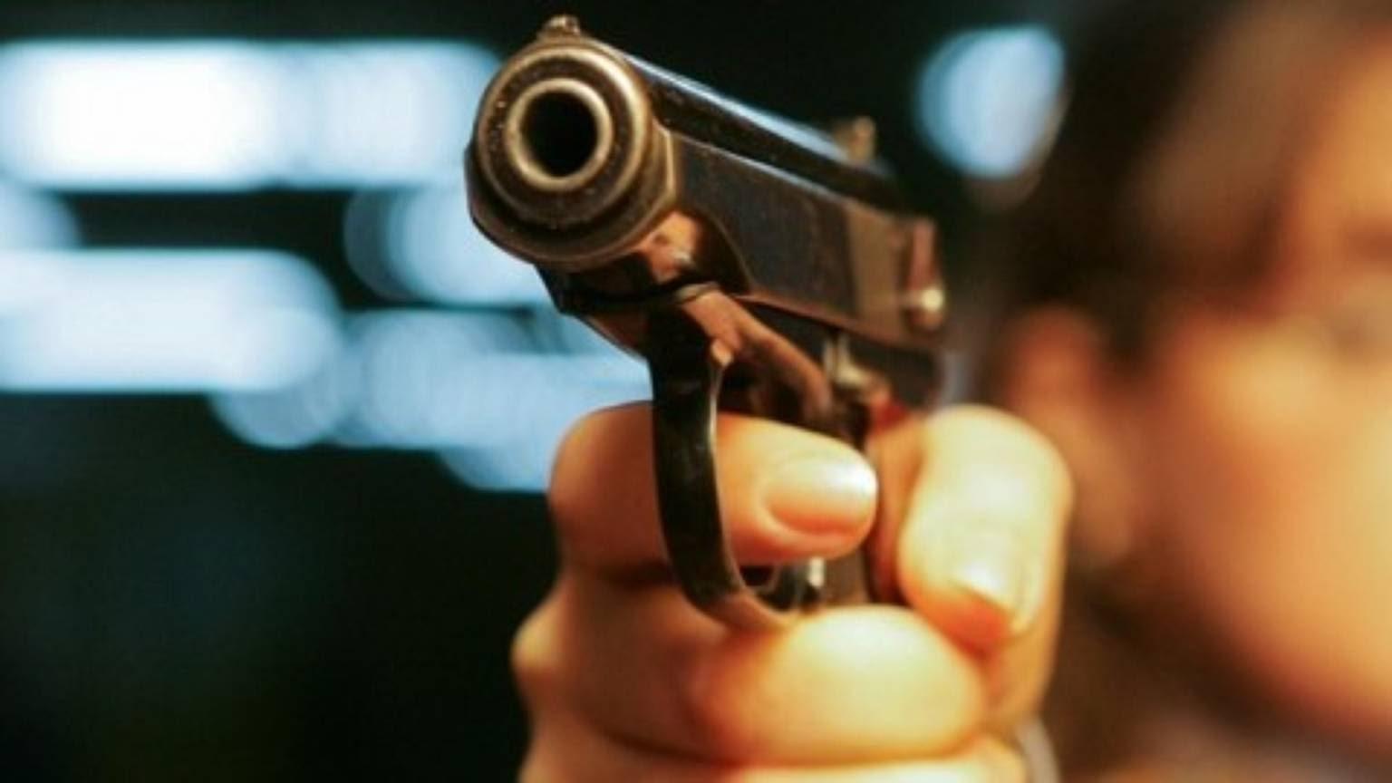 «Было очень страшно!»: неизвестный устроил стрельбу рядом сгимназией