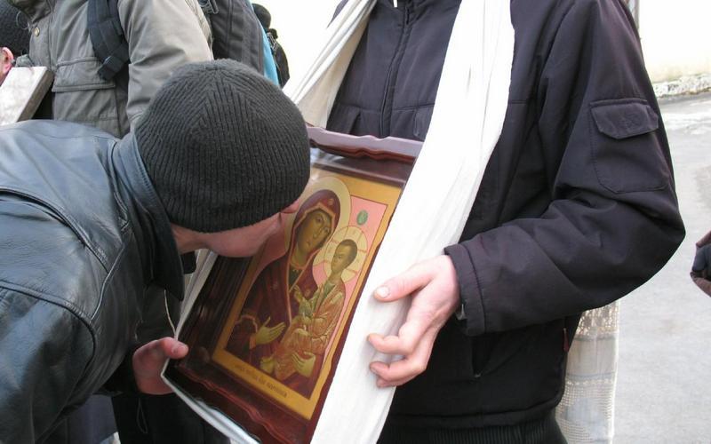 Церковь неодобрила поиск бактерий на иконах