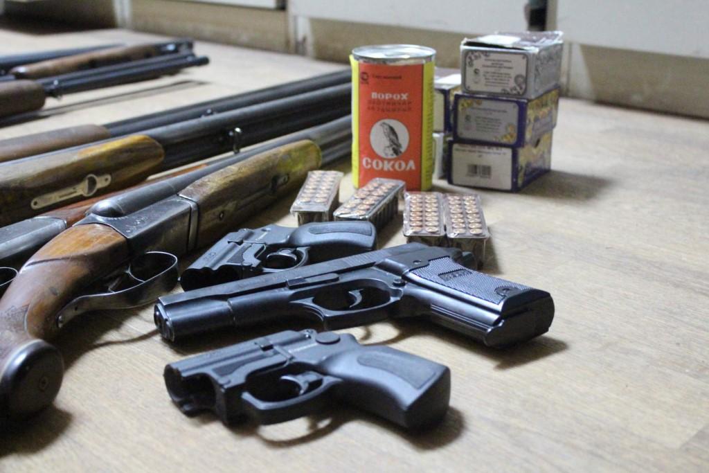За 4 месяца года брянцы сдали оружия на 400 тысяч рублей