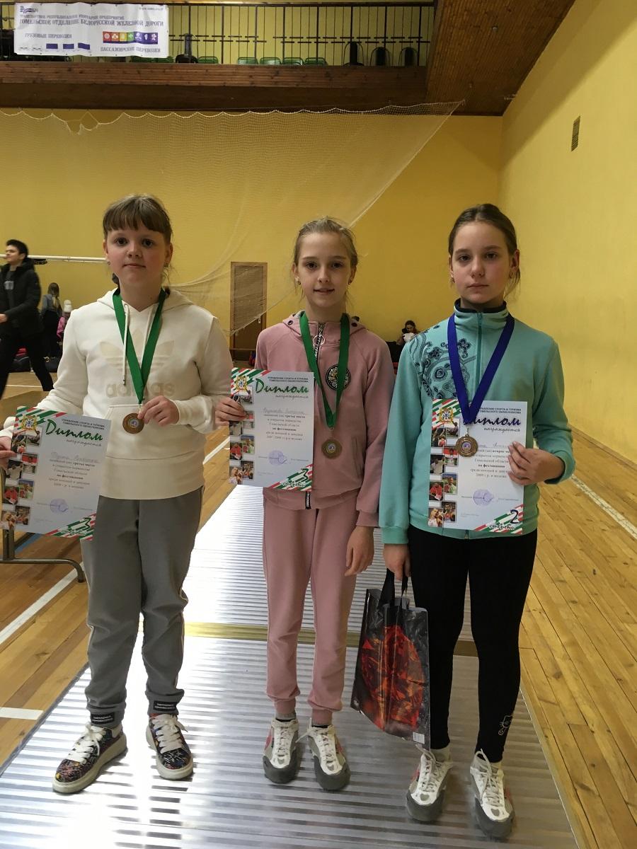 Брянские девчонки отличились на соревнованиях по фехтованию в Гомеле