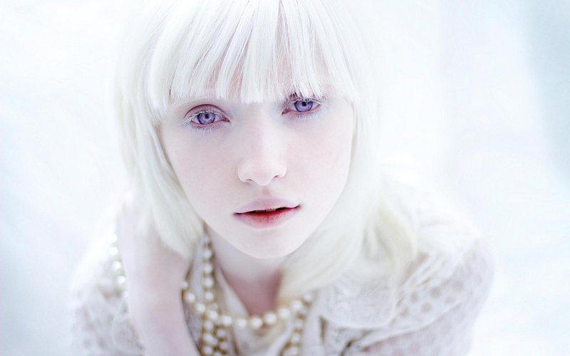 Российская модель-альбинос Настя Жидкова поразила мир моды