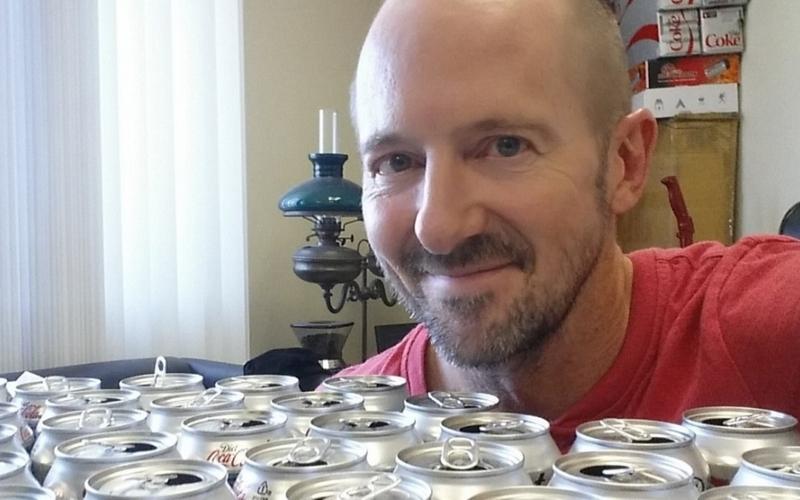 Ради эксперимента мужчина пил по10 банок колы вдень. Что сним стало?