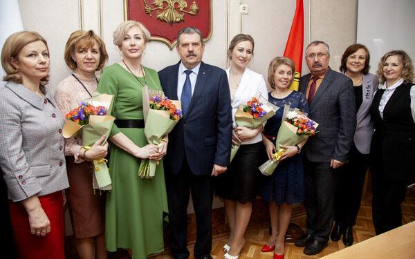 В Брянске назвали имена лучших учителей и воспитателей