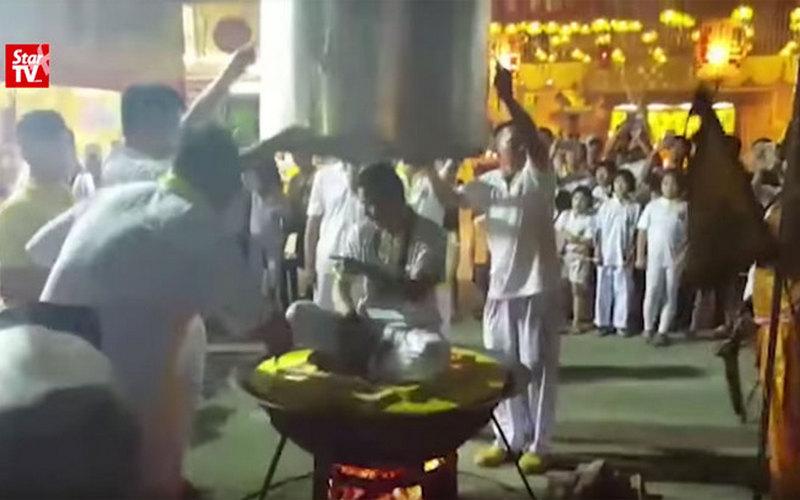 «Неуязвимый» малаец-даос погиб вкотле-пароварке