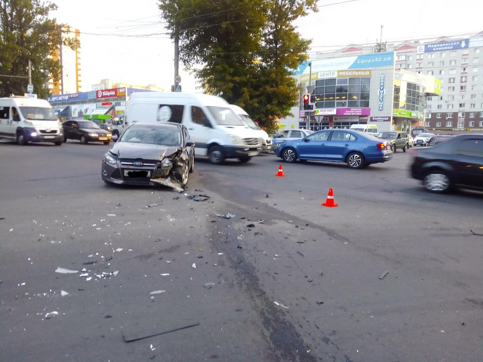 В Советском районе Брянска столкнулись две иномарки