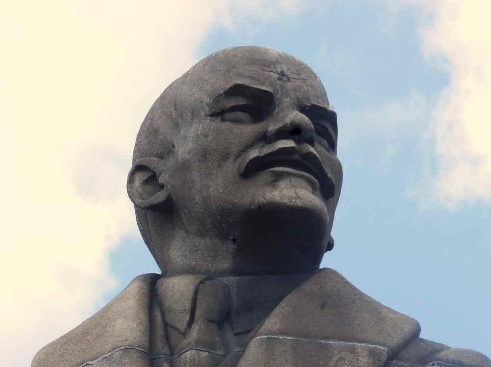 Ленин вернулся на площадь перед ДК БМЗ в Брянске