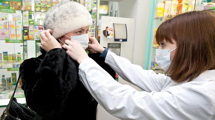 Брянские аптеки раздают медицинские маски