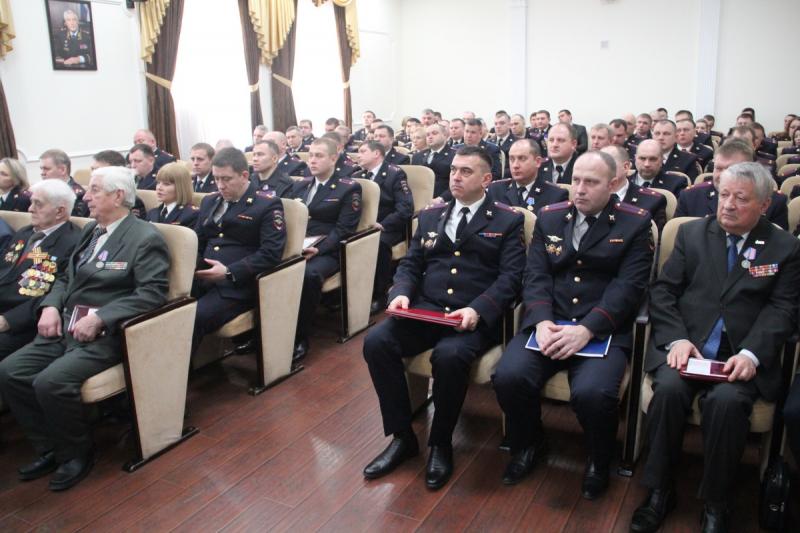 В Брянске наградили сотрудников полиции и ветеранов ОВД