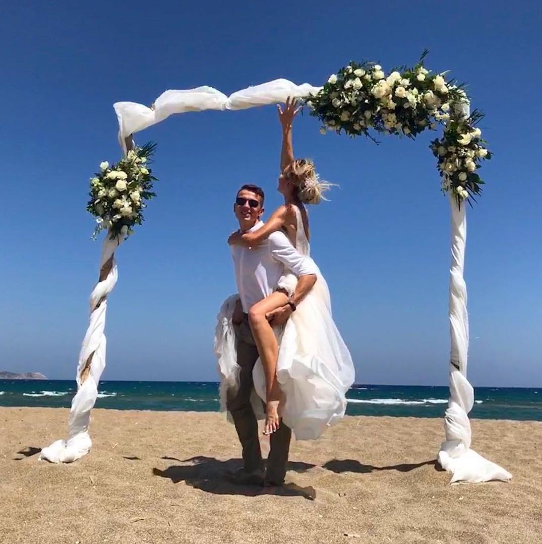 Брянский легкоатлет Илья Иванюк сыграл свадьбу в Греции