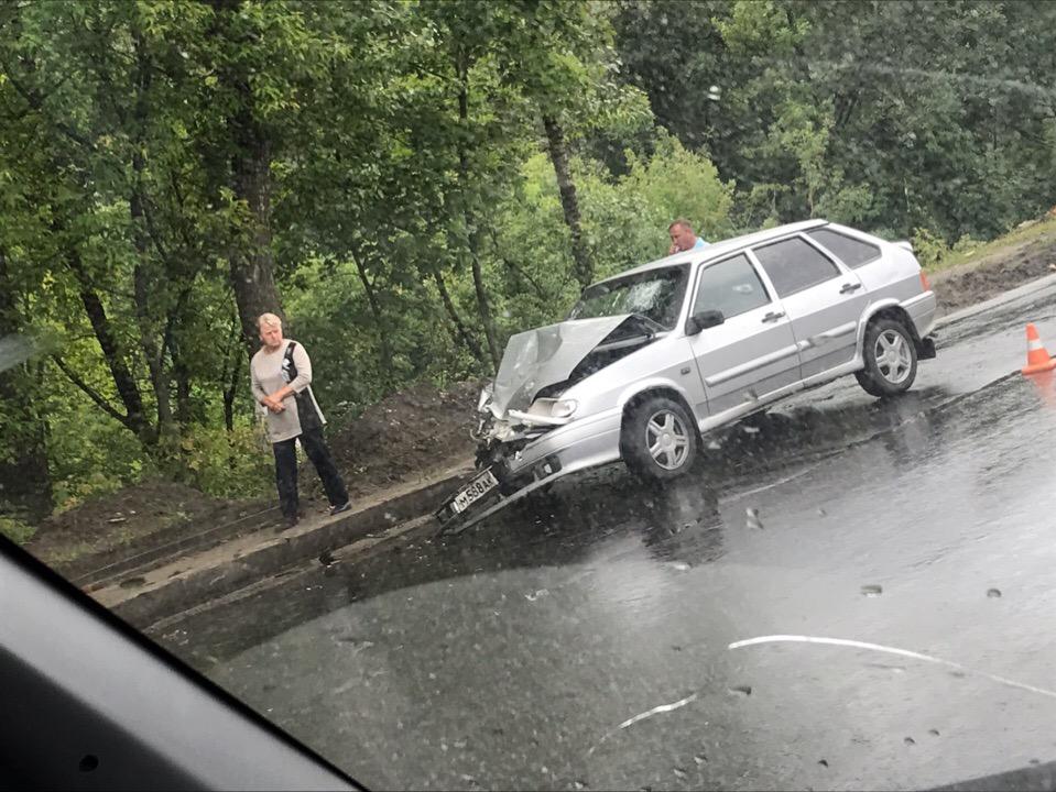 В Брянске возле «ДОСААФ» столкнулись две легковушки
