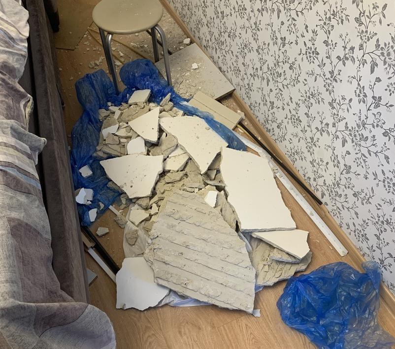 Обвалившийся потолок в брянской квартире чуть не убил детей