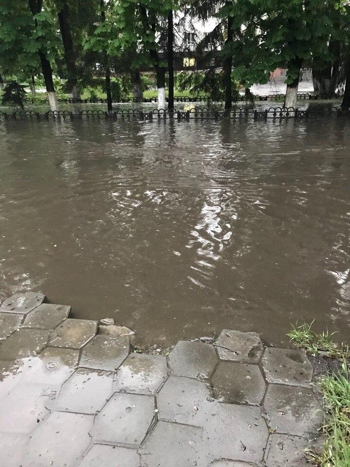 В Брянске затопило Бежицкий район