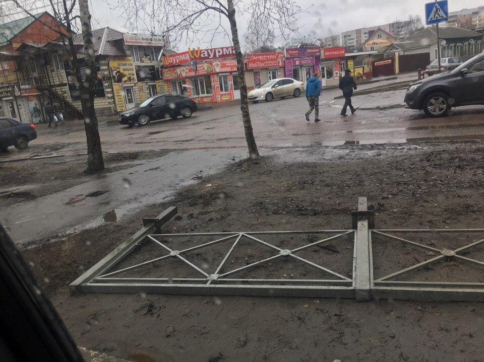 Брянцы требуют вернуть у БУМа пешеходный переход