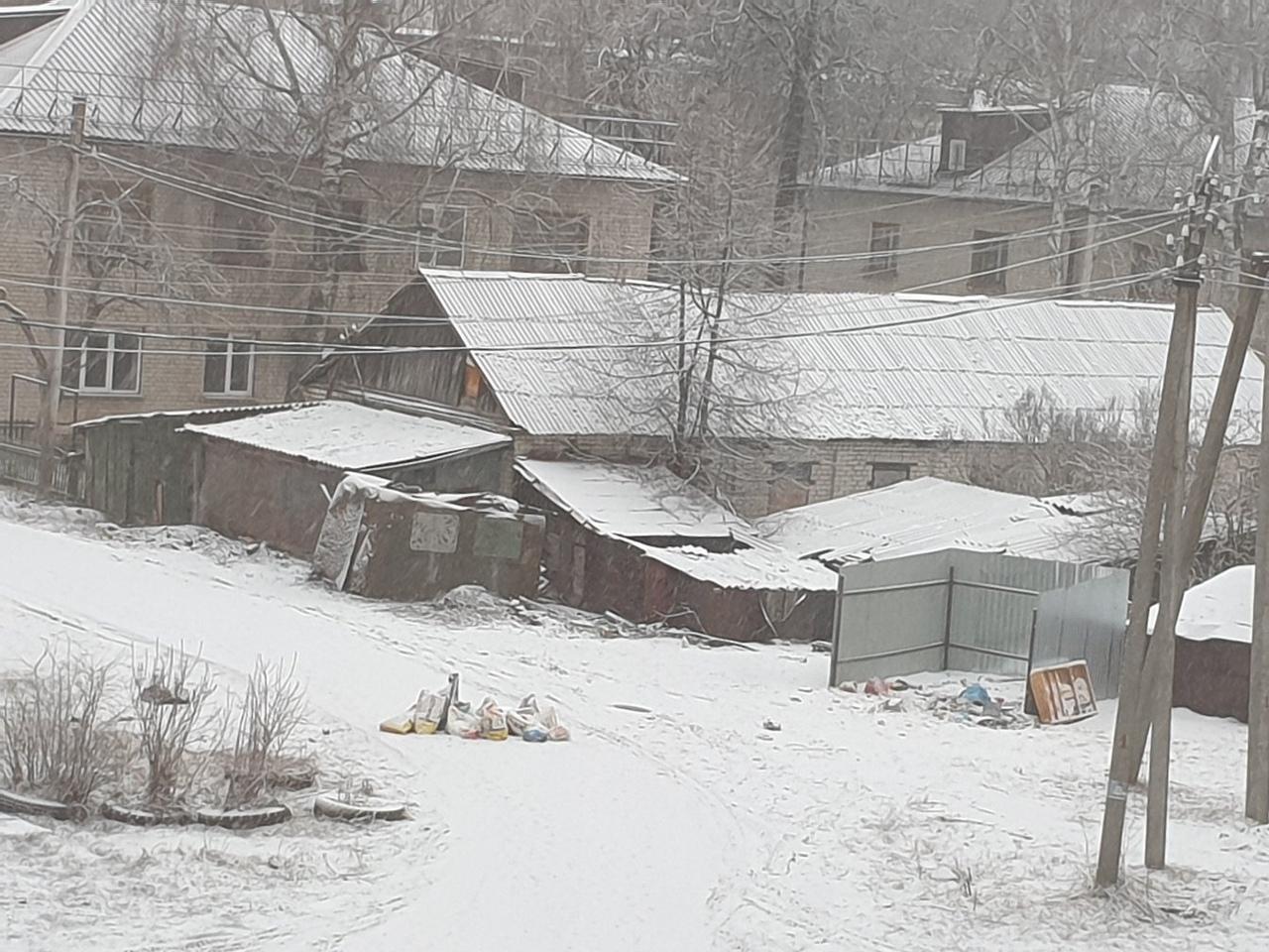 Жители Трубчевска превратили двор в помойку