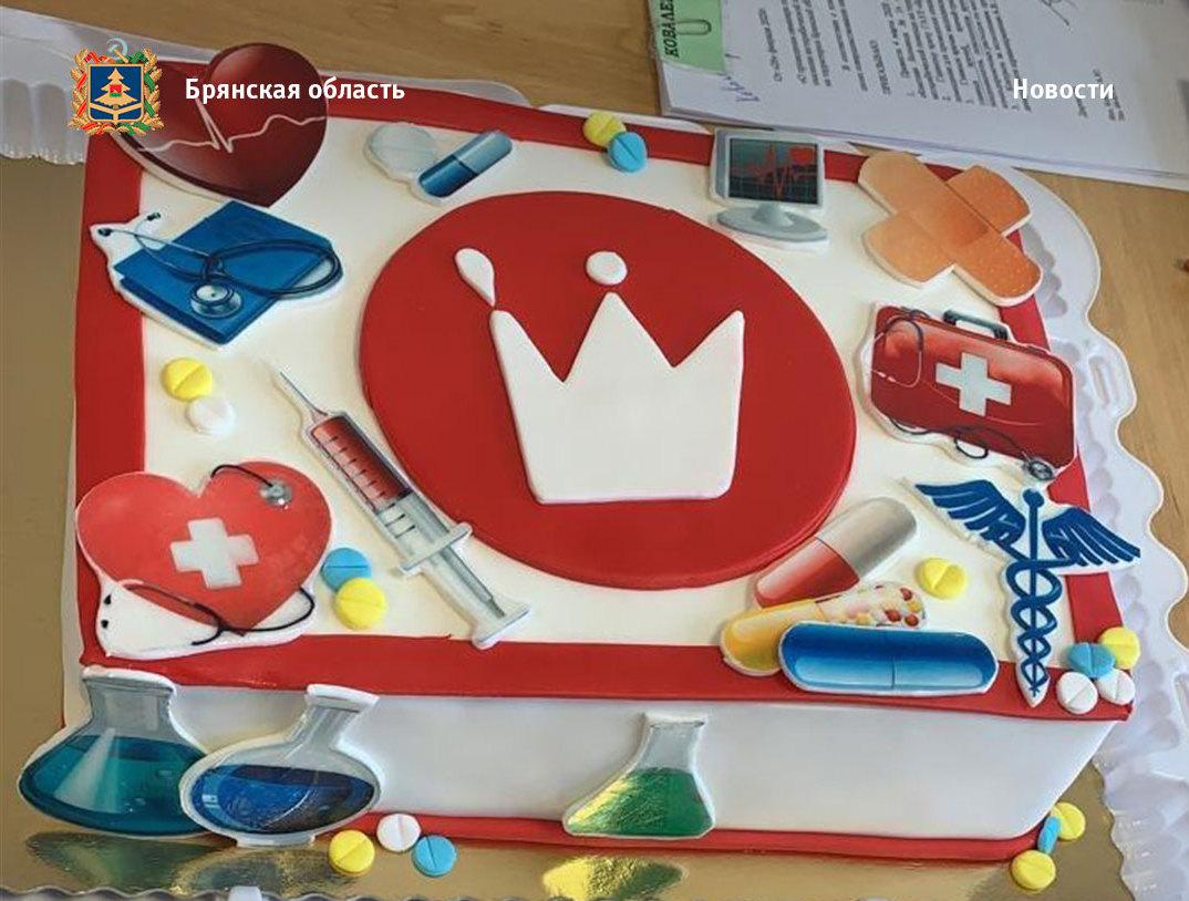 Пассажиры поезда Киев-Москва прислали брянским врачам торт
