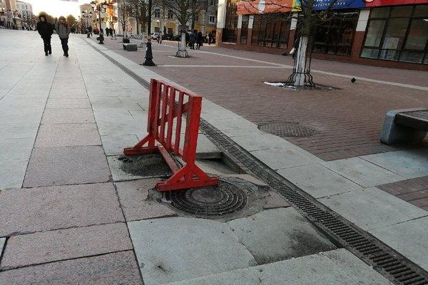 На бульваре Гагарина в Брянске проваливается плитка