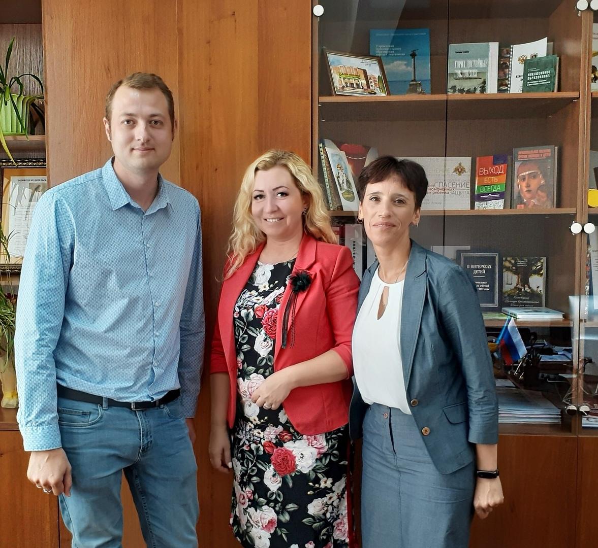 Детский омбудсмен Инна Мухина встретилась с представителями брянского фонда «Ванечка»