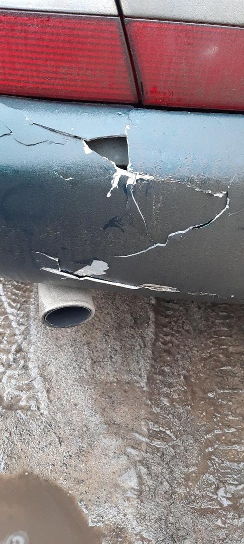 В Клинцах машину разбили прямо на стоянке
