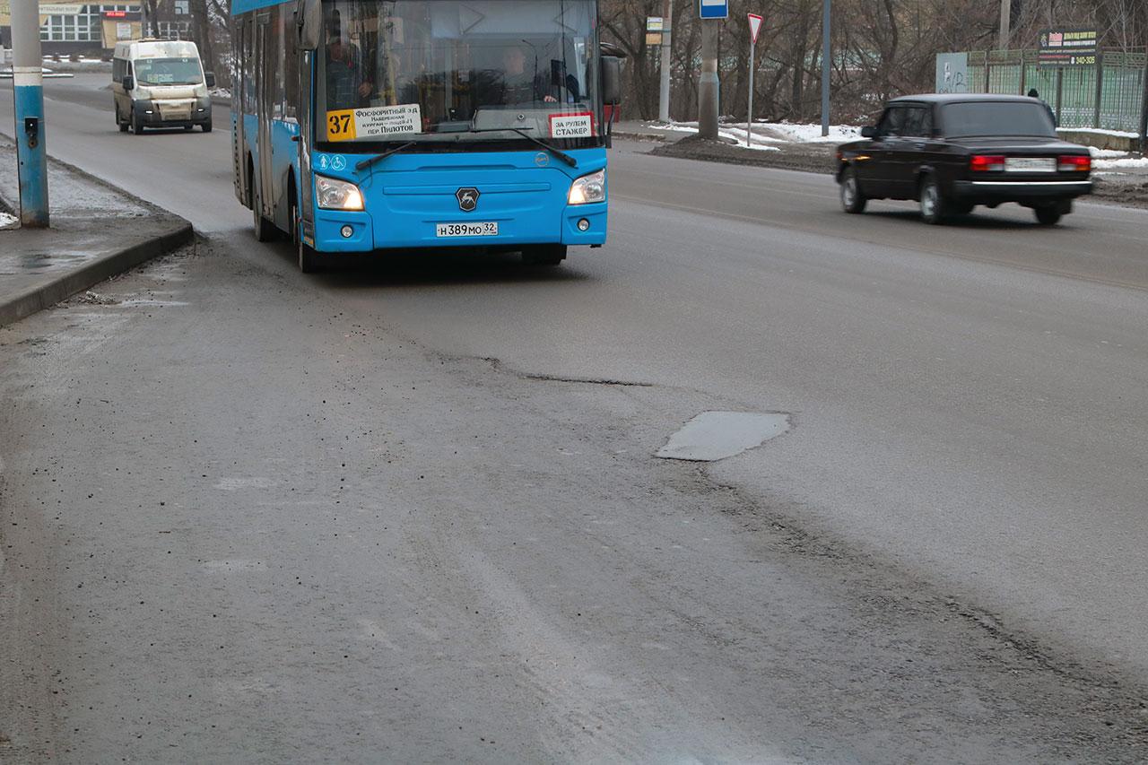 Капитально отремонтированные дороги в Брянске развалились