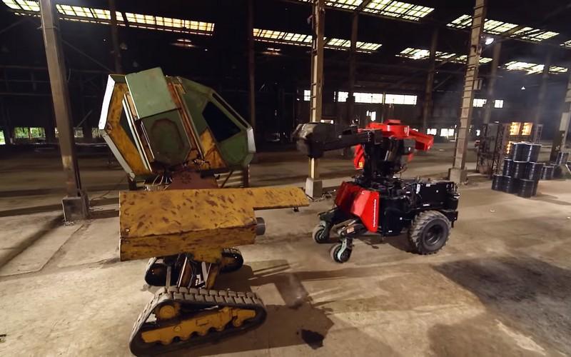 ВЯпонии прошла битва боевых роботов-гигантов