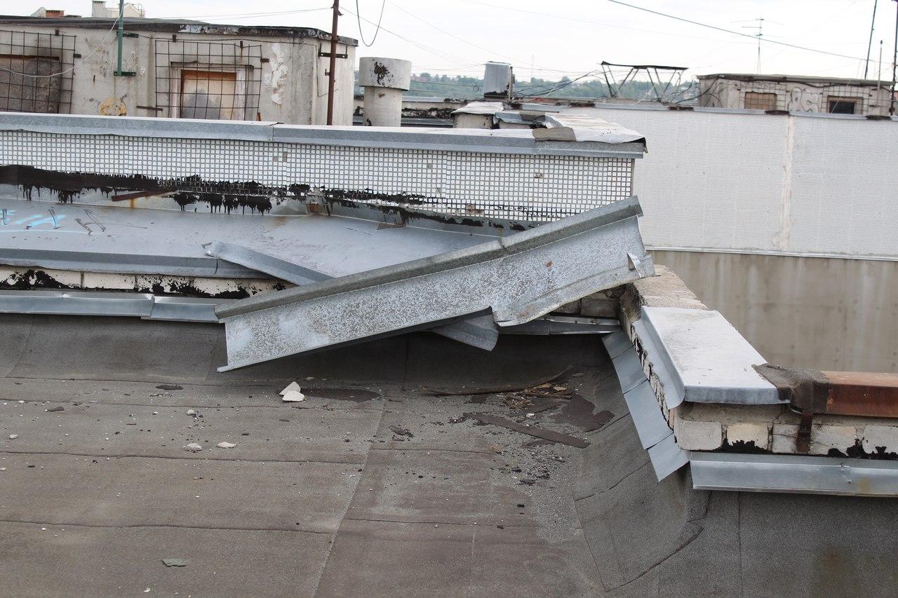 Брянцы просят навести порядок на крышах домов