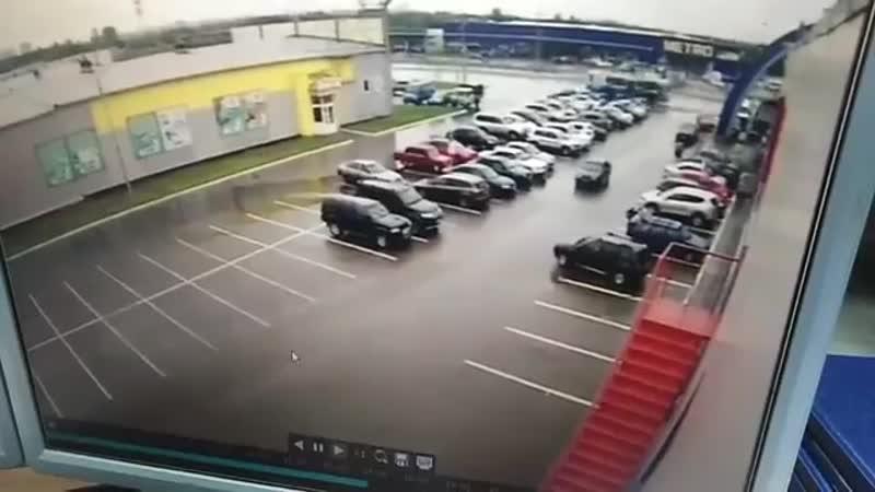На парковке в Брянске сбили женщину