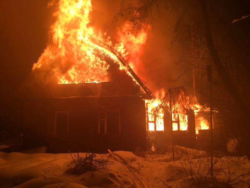 Под Погаром сгорел жилой дом