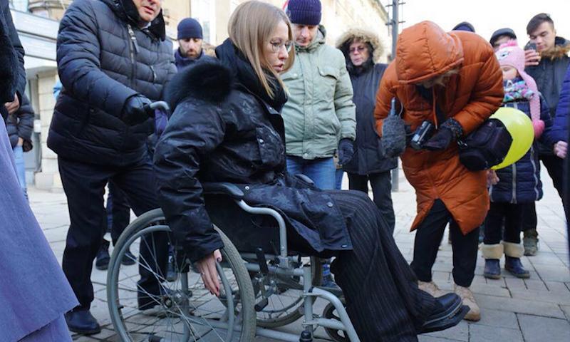 Собчак оказалась винвалидном кресле: еехватило на2 минуты