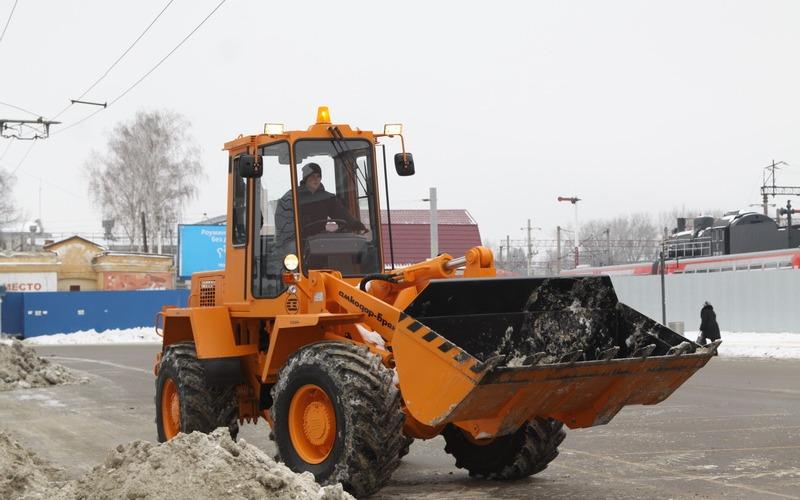 На уборку улиц Брянска от снега вышла белорусская техника
