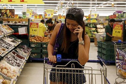Супермаркет рискнул нарисовать женщин натележках иответил заэто