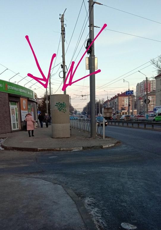 Рекламные тумбы в Брянске ставят самым раздражающим образом