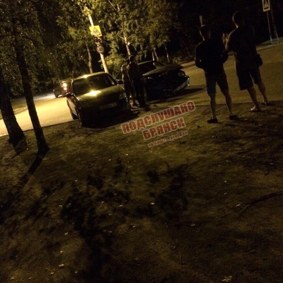 Вечером в среду на Орловской в Брянске столкнулись автомобили