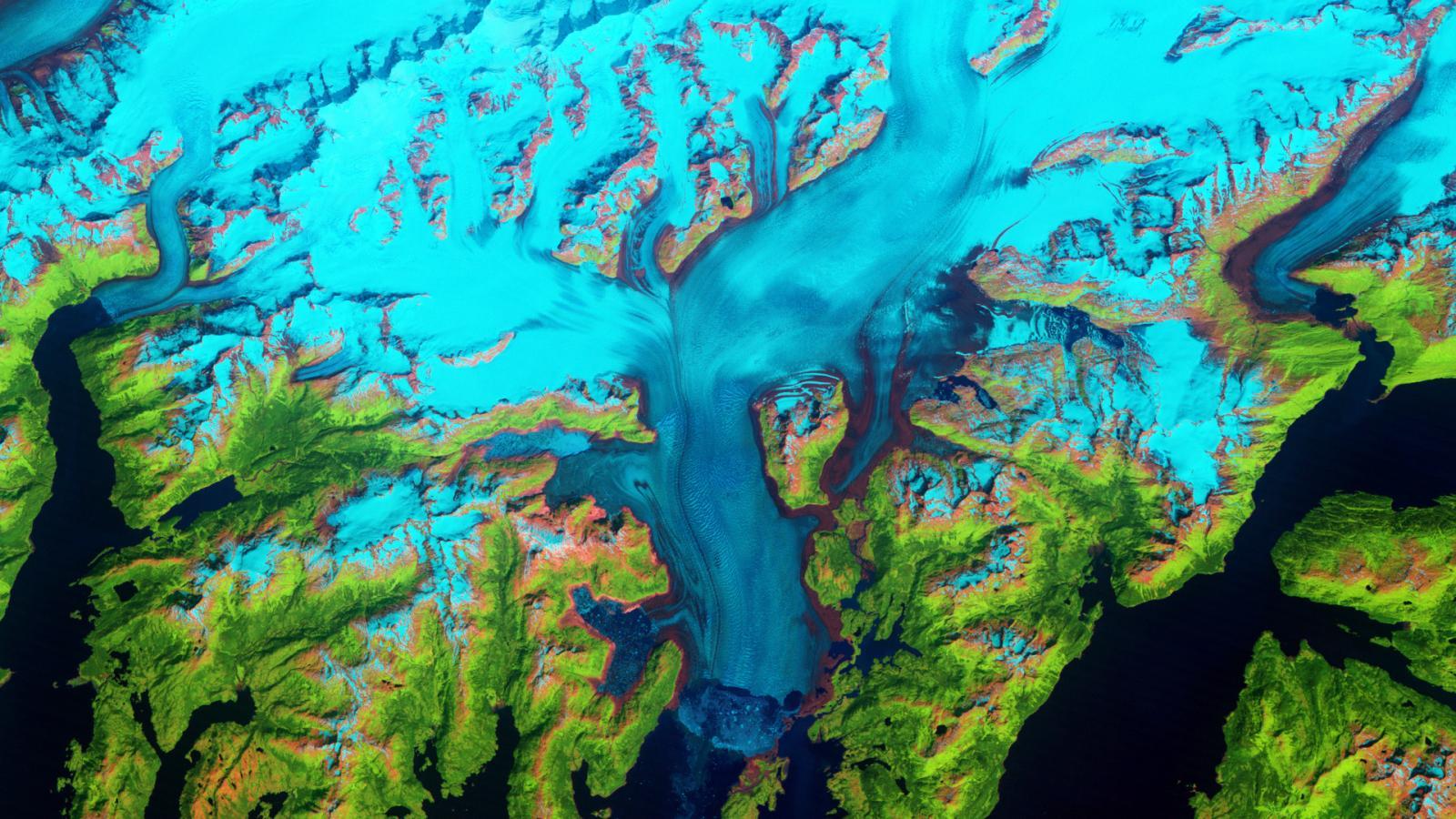 Ледник стремительно сползает на Аляске