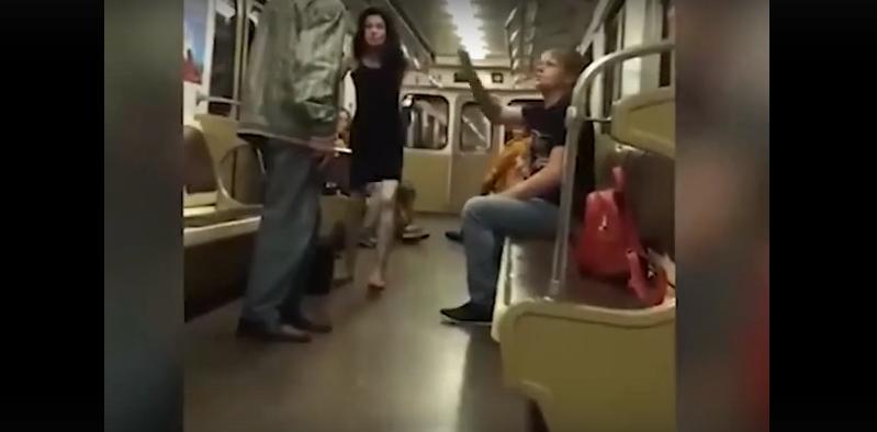Пенсионер в метро оставил парочку без любви