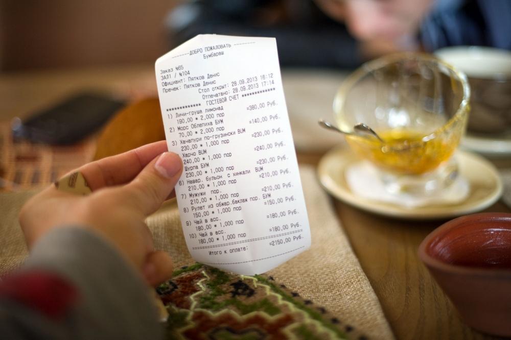 Клиент поплатился за то, что неоставил официанту чаевые