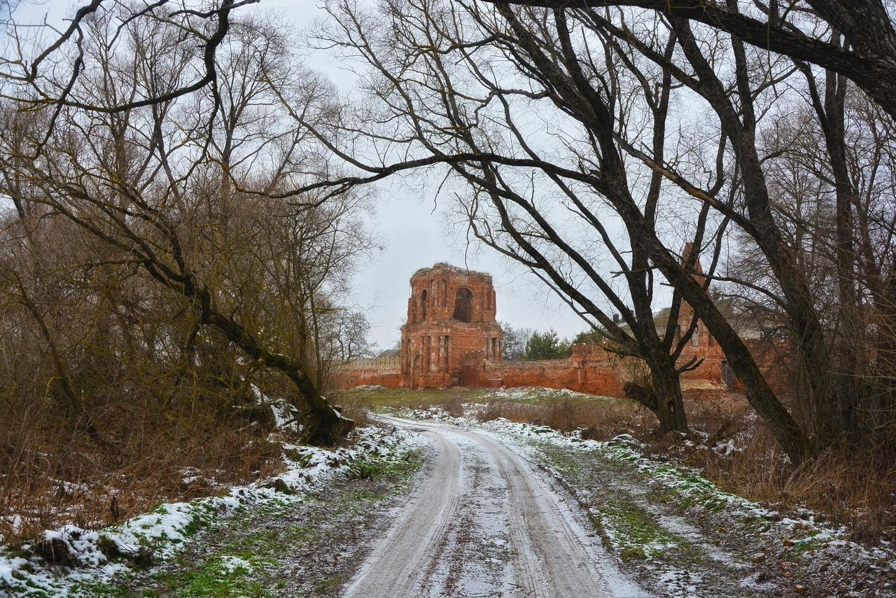 Калужан шокировала разруха Севского женского Спасо-Преображенский монастыря