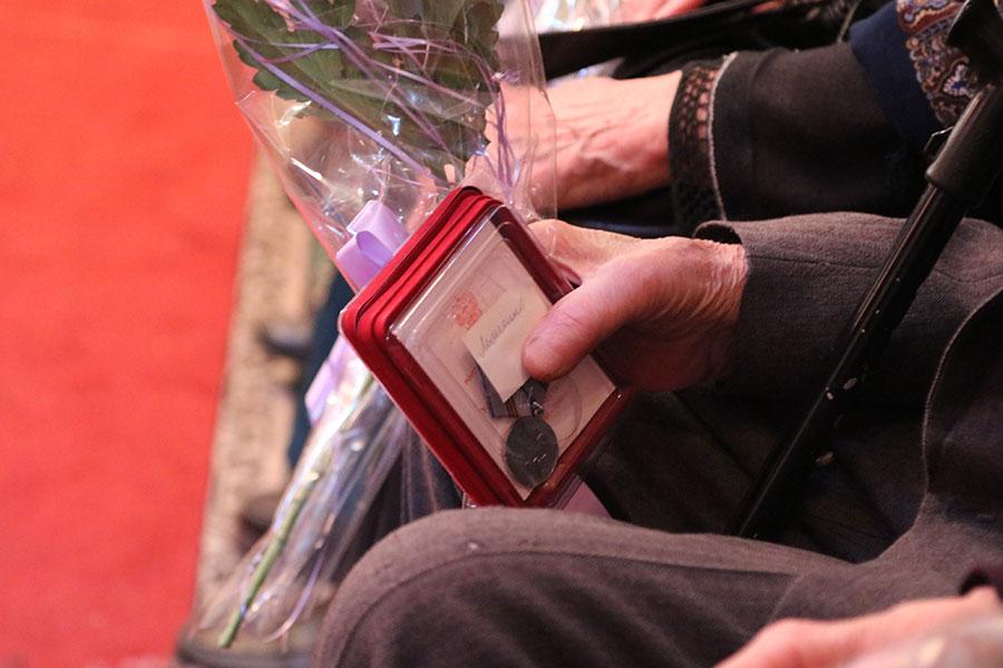 Памятные медали вручили брянским ветеранам