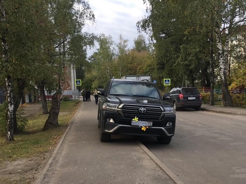 Внедорожник «шикарно» припарковался в Брянске